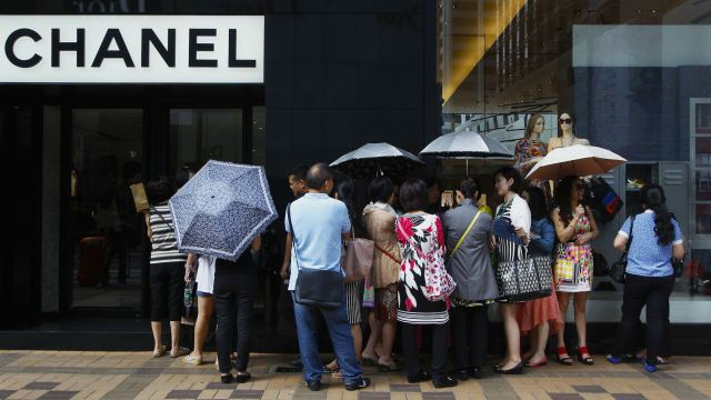 chinese tourists luxury shopper