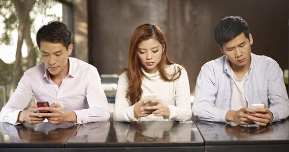 chinese on their smartphone